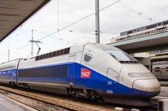 Ένα μπλε και γκρίζο S.N.C.F μεγάλων τραίνων του TGV Στοκ Φωτογραφίες