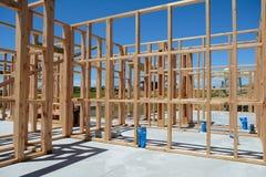 Ένα νέο σπίτι κάτω από την κατασκευή Στοκ φωτογραφία με δικαίωμα ελεύθερης χρήσης
