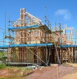 Ένα νέο σπίτι κάτω από την κατασκευή στοκ φωτογραφίες με δικαίωμα ελεύθερης χρήσης