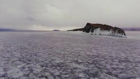 Ένα νησί σε μια παγωμένη λίμνη απόθεμα βίντεο