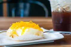 Ένα νόστιμο κέικ υφάσματος κρεπ που ολοκληρώνεται με το λουρί Foi που είναι πολύ δημοφιλές Τ στοκ εικόνες με δικαίωμα ελεύθερης χρήσης
