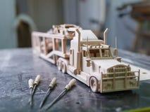 Ένα ξύλινο φορτηγό έκανε σε μια ειδική μηχανή Στοκ Φωτογραφίες
