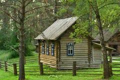 Ένα ξύλινο σπίτι των δυτικών σιβηρικών ανθρώπων Shors Στοκ Εικόνες