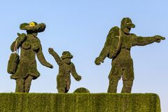 Ένα οικογενειακό άγαλμα της πράσινης χλόης Στοκ Εικόνα
