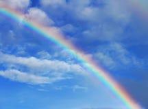 Ένα ουράνιο τόξο στον ουρανό Στοκ φωτογραφία με δικαίωμα ελεύθερης χρήσης