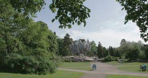 Ένα πάρκο από το Ελσίνκι Φινλανδία με μια οδύσσεια μνημείων 4K FS700 7Q απόθεμα βίντεο