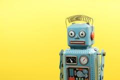 ένα παιχνίδι ρομπότ κασσίτερου που απομονώνεται αναδρομικό Στοκ Εικόνα