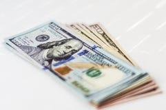 Ένα πακέτο των τραπεζογραμματίων αμερικανικών δολαρίων Στοκ Εικόνα