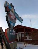 Ένα παλαιό εγκαταλειμμένο πανδοχείο κατά τη διάρκεια του χειμώνα Στοκ φωτογραφία με δικαίωμα ελεύθερης χρήσης