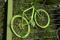 Ένα παλαιό μη χρησιμοποιούμενο αθλητικό ποδήλατο στοκ εικόνες