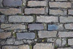 Ένα παλαιό πεζοδρόμιο stoneblock με τους ορθογώνιους φραγμούς γρανίτη Στοκ εικόνα με δικαίωμα ελεύθερης χρήσης