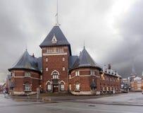 Ένα παλαιό τούβλινο κτήριο στην προκυμαία… στο rhus à στο σούρουπο Στοκ Εικόνα