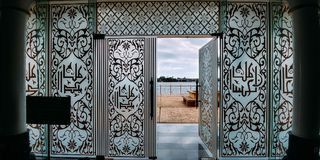 Ένα παράθυρο στο μουσουλμανικό τέμενος κρυστάλλου Στοκ φωτογραφίες με δικαίωμα ελεύθερης χρήσης