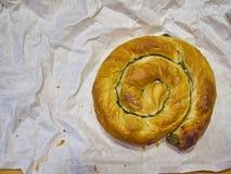 Ένα παραδοσιακές Spanakotiropita, ένα σπανάκι και μια πίτα φέτας στοκ φωτογραφίες