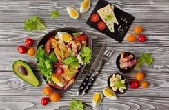 Ένα παραδοσιακό πιάτο της αμερικανικής σαλάτας Cobb κουζίνας στοκ εικόνες με δικαίωμα ελεύθερης χρήσης
