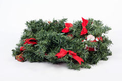 Ένα παραδοσιακό στεφάνι Χριστουγέννων στο άσπρο υπόβαθρο Στοκ Εικόνα