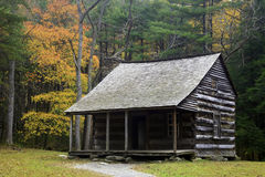 Ένα παλαιό αγροτικό σπίτι στον όρμο Cades στο καπνώές εθνικό πάρκο βουνών Στοκ Εικόνες