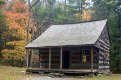 Ένα παλαιό αγροτικό σπίτι στον όρμο Cades στο καπνώές εθνικό πάρκο βουνών Στοκ Φωτογραφία