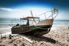 Ένα παλαιό εγκαταλειμμένο αλιευτικό σκάφος Στοκ φωτογραφίες με δικαίωμα ελεύθερης χρήσης