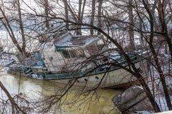 Ένα παλαιό εγκαταλειμμένο σκάφος στον πάγο Στοκ εικόνες με δικαίωμα ελεύθερης χρήσης