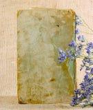 Ένα παλαιό shabby βιβλίο στο υπόβαθρο του καμβά Στοκ Φωτογραφία