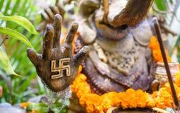 Ένα περίκομψο άγαλμα Ganesha με έναν αγκυλωτό σταυρό σε ετοιμότητα του 4 Στοκ εικόνα με δικαίωμα ελεύθερης χρήσης