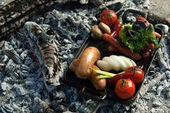 Ένα πιάτο στους κρύους άνθρακες Στοκ Φωτογραφία