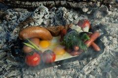 Ένα πιάτο στους κρύους άνθρακες Στοκ Φωτογραφίες
