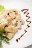 Ένα πιάτο των μανιταριών σε ένα λευκό Στοκ Εικόνες