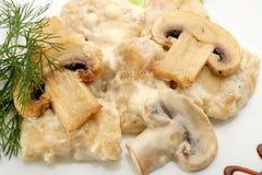 Ένα πιάτο των μανιταριών σε ένα λευκό Στοκ Φωτογραφία