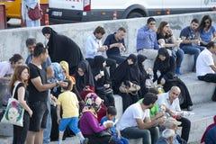 Ένα πλήθος των ανθρώπων στη ώρα κυκλοφοριακής αιχμής στην αποβάθρα Στοκ Φωτογραφίες