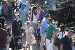 Ένα πλήθος των ανθρώπων στη ώρα κυκλοφοριακής αιχμής στην αποβάθρα Στοκ φωτογραφία με δικαίωμα ελεύθερης χρήσης