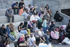 Ένα πλήθος των ανθρώπων στη ώρα κυκλοφοριακής αιχμής στην αποβάθρα Στοκ εικόνες με δικαίωμα ελεύθερης χρήσης