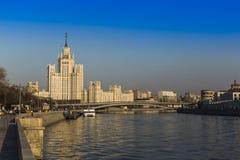 Ένα πολυόροφο κτίριο στο ανάχωμα Kotelnicheskaya Μόσχα Ρωσία Στοκ φωτογραφία με δικαίωμα ελεύθερης χρήσης