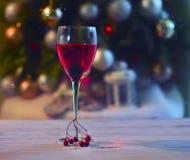 Ένα ποτήρι της ρόδινης σαμπάνιας Στοκ εικόνα με δικαίωμα ελεύθερης χρήσης