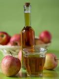 Ένα ποτήρι του χυμού της Apple Στοκ Φωτογραφίες