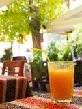 Ένα ποτήρι του pulpy ιξώδους χυμού στοκ εικόνες