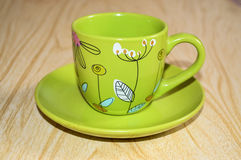 Ένα πράσινο φλυτζάνι σε ένα πιατάκι Στοκ Εικόνα