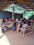 Ένα πρόγραμμα της οικοδόμησης των σχολείων στις αγροτικές θέσεις στοκ εικόνα με δικαίωμα ελεύθερης χρήσης