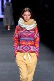 Ένα πρότυπο περπατά το διάδρομο για τη συλλογή Aldomartins στη 080 εβδομάδα μόδας της Βαρκελώνης Στοκ Εικόνα