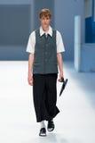 Ένα πρότυπο περπατά το διάδρομο για τη Isometric συλλογή στη 080 εβδομάδα 2015 μόδας της Βαρκελώνης Στοκ Εικόνες
