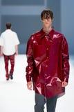 Ένα πρότυπο περπατά το διάδρομο για τη Isometric συλλογή στη 080 εβδομάδα 2015 μόδας της Βαρκελώνης Στοκ Φωτογραφίες