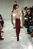 Ένα πρότυπο περπατά το διάδρομο στη χειμερινή 2017 επίδειξη μόδας φθινοπώρου συλλογής του Calvin Klein Στοκ Εικόνες