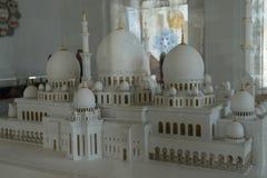 Ένα πρότυπο του μεγάλου Sheikh μουσουλμανικών τεμενών Al Zayed στο Αμπού Ντάμπι Στοκ Φωτογραφίες