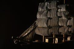 Ένα πρότυπο του σκάφους στη σκιά με μια πλευρά αναμμένη επάνω στοκ φωτογραφία με δικαίωμα ελεύθερης χρήσης