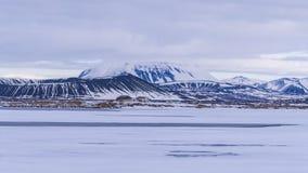 Ένα δροσερό χιονώδες ηφαιστειακό τοπίο Στοκ Φωτογραφίες