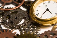 Ρολόι και εργαλεία στοκ εικόνα με δικαίωμα ελεύθερης χρήσης
