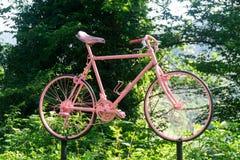 Ένα ρόδινο ποδήλατο, σύμβολο μιας ιταλικής διάσημης φυλής Στοκ Φωτογραφίες
