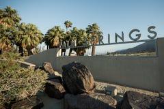 Ένα σημάδι στο κέντρο επισκεπτών Παλμ Σπρινγκς καλωσορίζει τους τουρίστες στοκ εικόνες με δικαίωμα ελεύθερης χρήσης