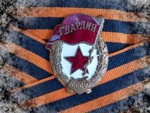 Ένα σημάδι ` φρουρεί ` στην κορδέλλα του ST George ` s closeup Παππούς βραβείων heirloom μνήμη στοκ εικόνα